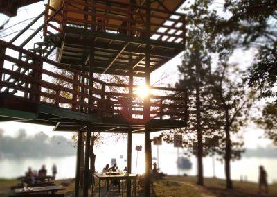 Pôr do sol na ilha de Ada Medjica, no centro de Belgrado