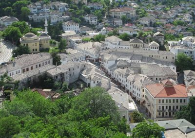 "Vista aérea do bazar de Gjirokaster, na Albânia. Foto: <a href=""https://visualhunt.co/a4/a936c662"">D-Stanley</a> on <a href=""https://visualhunt.com/re6/bc705eba"">VisualHunt</a> / <a href=""http://creativecommons.org/licenses/by/2.0/""> CC BY</a>"