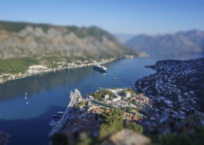 Vista aérea da cidade de Kotor, Montenegro