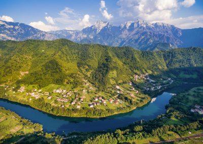 Vista aérea do rio Neretva na Bósnia