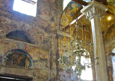 "Interior do Mosteiro de Decani. Foto: <a href=""https://visualhunt.co/a4/30f90e87"">Fif'</a> on <a href=""https://visualhunt.com/re6/db7f8cc9"">Visualhunt</a> / <a href=""http://creativecommons.org/licenses/by-sa/2.0/""> CC BY-SA</a>"