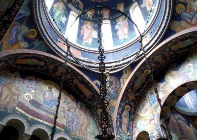 Igreja e Mausoléu de Topola na Sérvia. Forrado com 40 milhões de pequenos mosaicos com 1.500 tonalidades diferentes