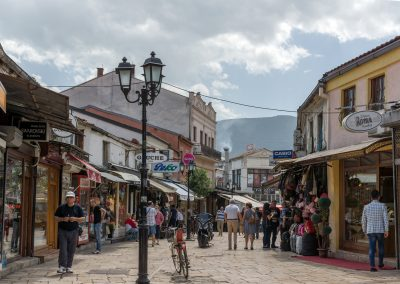 Rua típica do bazar turco de Skopje, na Macedónia