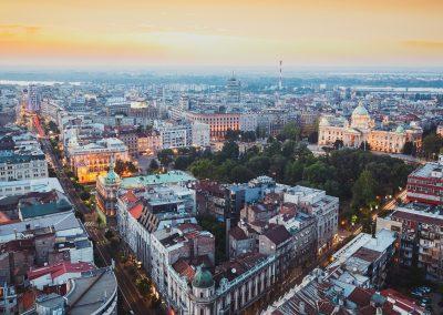 Vista aérea de Belgrado e do Parlamento da Sérvia