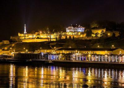 Vista da Fortaleza de Kalemegdan a partir do Rio Sava em Belgrado, Sérvia