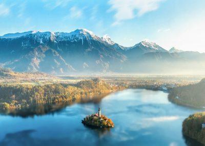 Lago Bled com os Alpes Julianos ao fundo, na Eslovénia
