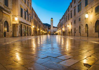 Stradun, a rua principal de Dubrovnik, Croácia